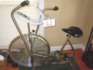 Exercise bike with rug