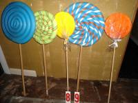 Giant lollipops, candy dйcor made from foam and wood